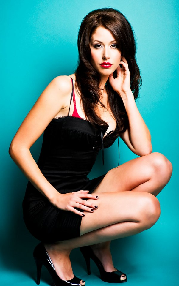 Sexy Bikini Celebrity Gallery: Amanda Crew